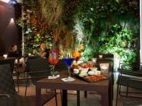 Hotel c2 48 rue roux de brignoles 13006 marseille 6e for Garage rue roux de brignoles marseille